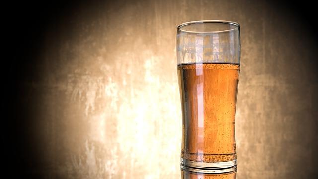 お酒を飲んでカラオケ